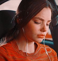 Find images and videos about gif, veronica and sierra on We Heart It - the app to get lost in what you love. Alaska Young, Aesthetic Gif, Aesthetic Photo, Noora Style, Foto Gif, Looking For Alaska, Famous Girls, John Green, Girl Gifs