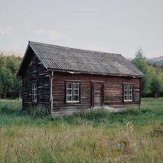 rustic backroad accommodations • dovreskogen, norway • shot by @janove • via up knörth