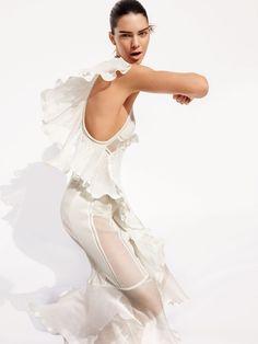 Publication: Vogue US April 2016 Model: Kendall Jenner Photographer: Mario Testino Mario Testino, White Fashion, Spring Fashion, Kendall Y Kylie Jenner, Lineisy Montero, Garance, Vogue Us, Vogue 2016, Mode Editorials