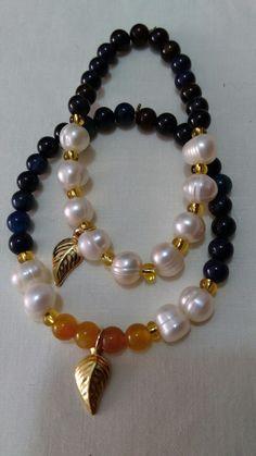 Pulseras en azul con hojas. Elegantes Cute Bracelets, Gemstone Bracelets, Handmade Bracelets, Jewelry Bracelets, Handmade Jewelry, Pearl Jewelry, Jewelery, Beaded Jewelry Patterns, Jewelry Crafts