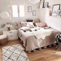 Cute Girls Bedroom Ideas For Small Rooms Cute Bedroom Ideas, Cute Room Decor, Girl Bedroom Designs, Room Ideas Bedroom, Small Room Bedroom, Home Bedroom, Adult Bedroom Decor, Small Bedroom Ideas For Women, Bedroom Interiors