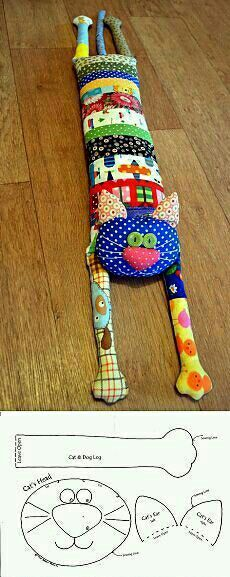 Discover recipes, home ideas, style inspiration and other ideas to try. Patchwork Cushion, Patchwork Quilting, Quilts, Sewing Toys, Sewing Crafts, Sewing Projects, Fabric Toys, Fabric Crafts, Cat Crafts