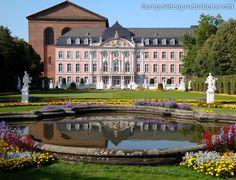 Trier im Moseltal in Deutschland: Kurfürstliches Palais