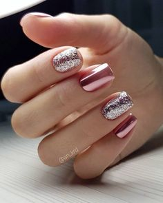 Glitter square nail art designs are very suitable for all seasons. The glitter on the nails attract everyone's attention. You can try to design it with glitter golden nails. Glitters can be used on one nail because it looks more fashionable. Winter Nail Art, Winter Nails, Summer Nails, Classy Nail Designs, Winter Nail Designs, Gel Nails At Home, New Year's Nails, Sparkle Nails, Fancy Nails