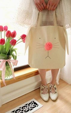 DIY de Pâques : idées de DIY pour enfants- Sunny days are coming and it's the perfect time to prepare for Easter with your children. Here are 15 DIY easy to make, which can decorate your interior and amuse your toddlers … Sewing Hacks, Sewing Tutorials, Sewing Crafts, Sewing Patterns, Sewing Diy, Sewing Ideas, Easy Patterns, Diy Crafts, Video Tutorials