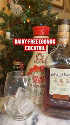 Bar Drinks, Yummy Drinks, Beverages, Eggnog Cocktail, Cocktail Recipes, Christmas Cocktails, Holiday Cocktails, Parkinsons Exercises, Homemade Eggnog