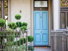 Bright blue door rugs Ideas for 2019 Victorian Door, Victorian Terrace, Exterior Front Doors, Entry Doors, Exterior Colors, Exterior Paint, Terrace House Exterior, House Exteriors, Beautiful Front Doors