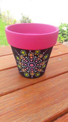 Flower Pot Art, Flower Pot Design, Flower Pot Crafts, Clay Pot Crafts, Dot Art Painting, Pebble Painting, Pottery Painting, Painted Clay Pots, Painted Flower Pots