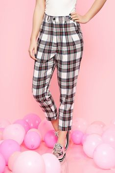 White casual conical high waisted cloth trousers with chequers, with pockets, plaid fabric, button and zipper fastening, non elastic fabric, high waisted