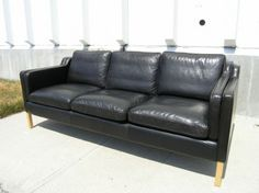 Machine Age | Black Leather Sofa after Borge Mogensen