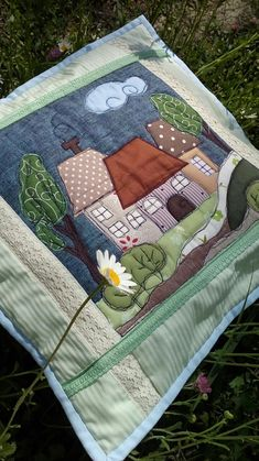 Picnic Blanket, Outdoor Blanket, House Quilts, Brazilian Embroidery, Fabric Crafts, Hand Embroidery, Quilt Patterns, Knit Crochet, Applique