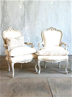 French Chairs the textured wall is a nice touch. French Furniture, Shabby Chic Furniture, Shabby Chic Decor, Rustic Furniture, Vintage Furniture, Luxury Furniture, Furniture Ideas, French Decor, French Country Decorating