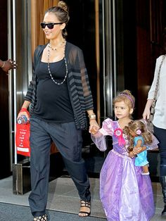 The Celebrity Baby Bump: Got a Baby Bump? Jessica Alba Has Maternity Fashion Advice For You! Baby Bump Style, Mommy Style, Maternity Wear, Maternity Fashion, Pregnancy Fashion, Pregnancy Outfits, Celebrity Maternity Style, Celebrity Style, Pregnancy Looks