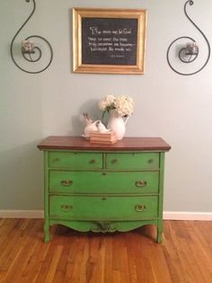 Esmeralda in antibes asp. Green Dresser, Oak Dresser, Chalk Paint Furniture, Cool Furniture, Laminate Furniture, Furniture Projects, Buffet, Apartment Decorating On A Budget, Upcycled Furniture