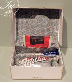 """Wohlfühl- Box -- free studio3 datei für Silhouette Cameo. Die Box ist so konzipiert, daß ein Milka """"Cake + Choc"""" Keks ´rein passt. Außerdem gehört dann noch ein Zuckerstick und ein Beutel Tee in die Box. Beim Aufklappen des Deckels richtet sich der Teebeutel dann auf und man sieht alles in voller Pracht. ---- von:  Ivis Bastelfantasien: Cameo- Freebies"""