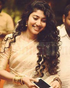 Indian Actress Photos, Actress Pics, South Indian Actress, Sai Pallavi Hd Images, Love Couple Photo, Samantha Photos, Senior Girl Poses, Saree Photoshoot, Actors Images
