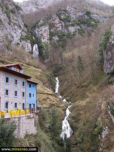 www.mirecreo.com Cascada de Aguasaliu, Puente Vidosa, Asturias #asturias #turismo #tourism #spain #trips #excursiones #mirecreo #travels #viajes #waterfalss #cascadas