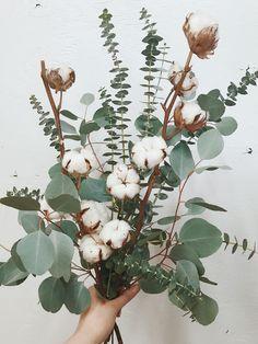 Bouquet D'eucalyptus, Dried Flower Bouquet, Dried Flowers, Bouquets, Dried Flower Arrangements, Flower Vases, Flower Art, Decoration Buffet, Decoration Plante