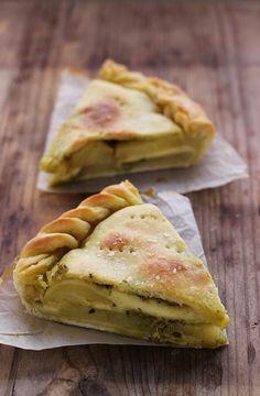 Focaccia rustica patate e pesto | MIEL & RICOTTA....  This looks amazing!!!...wish I could read it!!!!!!