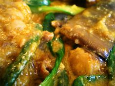 This is a traditional Kare Kare recipe, which is a Filipino stew complimented with a thick savory peanut sauce. Learn to cook this dish through our video. Filipino Dishes, Filipino Recipes, Asian Recipes, Filipino Food, Filipino Noodles, Asian Foods, Kare Kare Recipe Panlasang Pinoy, Easy Cooking, Cooking Recipes