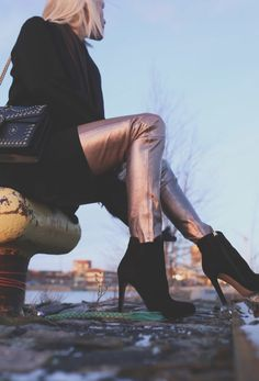 ♥︎  Dante 6:n kultaiset nahkahousut - Muotikuiskaaja Autumn Fashion, Fall Winter, Outfits, Style, Swag, Fall Fashion, Suits, Kleding, Outfit