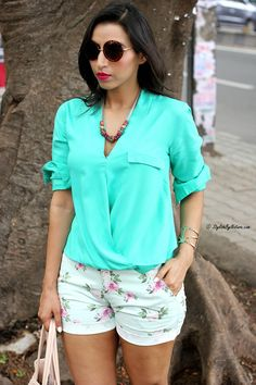 How To Wear Floral Shorts Summer Fashion Indian Fashion Bloggers, Travel Workout, India Fashion, Floral Shorts, Summer Shorts, Style Blog, Ruffle Blouse, Stylish, Fitness