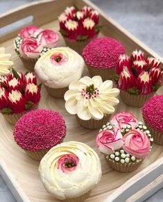 Cakes by Jane Taylor designs beautiful cupcakes that resemble wedding flower arrangements. Zoom in on these beautiful sweet confections, ideal for the big day. Cake Decorating Techniques, Cake Decorating Tips, Deco Cupcake, Cupcake Flower, Beautiful Cupcakes, Savoury Cake, Savory Pastry, Choux Pastry, Pretty Cakes