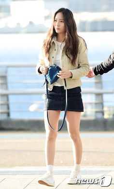 Check out f(x)'s Krystal Jung in her Airport Fashion! | Koogle TV