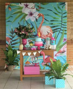 The design: Just buy Tropical/ Flamingo themed curtains for photobooth or background for the food or something. Pink Flamingo Party, Flamingo Birthday, Luau Birthday, Flamingo Pool, Aloha Party, Luau Party, Havanna Party, Party Table Centerpieces, Festa Party