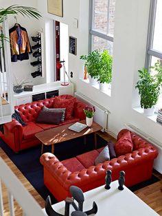 ❁ Home & Garden ❁: Un appartement moderne et lumineux à Göteborg - red leather sofas