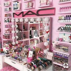 collection Fabulous Makeup Storage Design Ideas To Keep Your Makeup . collection Fabulous Makeup Storage Design Ideas To Keep Your Makeup - makeup - Makeup Vanities, Makeup Desk, Makeup Rooms, Makeup Tables, Cute Makeup, Diy Makeup, Beauty Makeup, Ikea Makeup, Hair Beauty