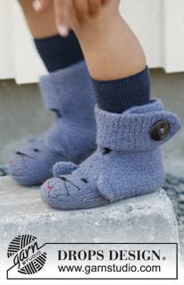 Knitting Patterns Slippers Felted DROPS mouse socks in 'Alaska'. Size 17 to ~ DROPS design Drops Design, Kids Slippers, Knitted Slippers, Crochet Boots, Knit Or Crochet, Free Crochet, Baby Knitting Patterns, Baby Patterns, Knitting Socks