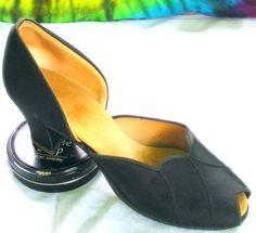 $150 - 7-7.5 vtg black DANIEL GREEN slippers peep-toe shoes    Same Brand as Blue Slippers.