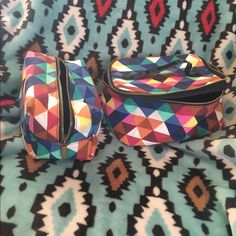 Forever 21 makeup bag set Forever 21 make up bags that large one never used small one used once Forever 21 Bags Cosmetic Bags & Cases