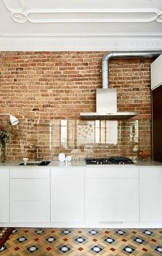 11 Beautiful Kitchen Backsplashes That Make Cleaning Easy For people who hate cleaning grout, or just love a seamless look, there is another option other than tile. The backsplash is just one beautiful, long expanse of white marble — no grout lines in sig Kitchen Buffet, Huge Kitchen, Kitchen Chairs, Kitchen Furniture, Kitchen Interior, Kitchen Decor, Kitchen Layout, Kitchen Design, Apartment Cleaning