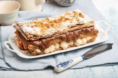 Μοναδική συνταγή για μιλφέιγ από την Αργυρώ Μπαρμπαρίγου! Μόλις δοκιμάσετε αυτό το μιλφέιγ δε θα μπορείτε να σταματήσετε ή να το βγάλετε από το μυαλό σας! Profiteroles, Eclairs, Sweet Desserts, Sweet Recipes, Greek Sweets, Food Categories, Pavlova, Trifle, Food Plating