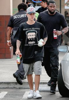 Follow me on instagram @thamyloure Justin Bieber 2015, Justin Bieber Outfits, Justin Bieber Style, Justin Bieber Wallpaper, Gossip Girl, Tattoo Hip, Swagg, Woman Quotes, Streetwear Fashion