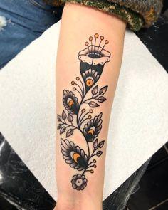 Men Flower Tattoo, Japanese Flower Tattoo, Flower Tattoo Meanings, Small Flower Tattoos, Flower Tattoo Designs, Traditional Tattoo Flowers, Traditional Style Tattoo, Traditional Tattoo Outline, Neo Traditional