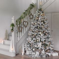 How to turn your home into a winter wonderland? A snowy white, flocked or pure white Christmas tree is a nice idea. Take a look at these white winter wonderland christmas tree decor ideas that trending Luxury Christmas Decor, Rose Gold Christmas Decorations, Elegant Christmas Trees, Gold Christmas Tree, Farmhouse Christmas Decor, Christmas Tree Themes, Christmas Home, Holiday Decorations, Flocked Christmas Trees Decorated