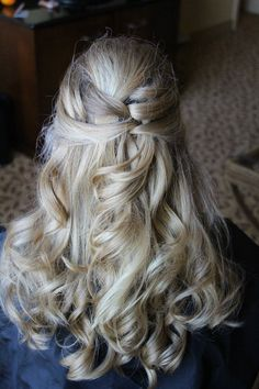 Half updo. Bridal hair. Bridesmaid hair. Updos.