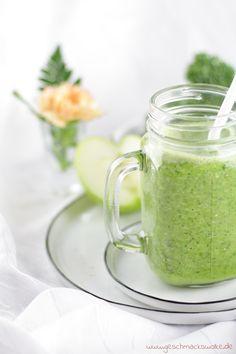 Veganer Grünkohlsmoothie mit Äpfeln, Birnen und Hafermilch - #grünkohlsmoothie #grünkohl #smoothie #grünersmoothie #vegan #veganersmoothie #hafermilch #apfel #birne