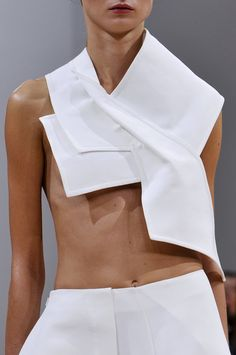 naimabarcelona: J. Anderson, Spring 2014 Fashion, couture, interiors and everything your heart desires Couture Fashion, Runway Fashion, Fashion Models, Fashion Show, Fashion Outfits, Womens Fashion, Sculptural Fashion, Contemporary Fashion, Minimal Fashion