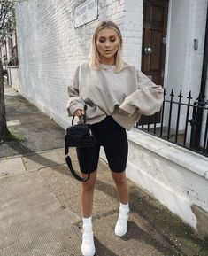 Athleisure Outfits, Sporty Outfits, Mode Outfits, Cute Casual Outfits, Fall Outfits, Fashion Outfits, Travel Outfits, Cute Sneaker Outfits, Simple Outfits