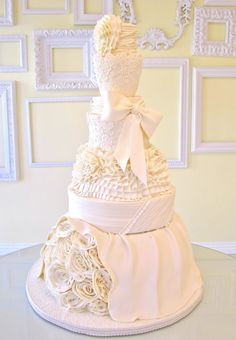 These drop-dead gorgeous wedding cakes from Lindsey Sinatra of A Wish And A Whisk Cakes are sure to wow your wedding guests at the reception. I& in love with the exquisite sugar flower and ruffle details of these cakes. Take a look! White Wedding Cakes, Beautiful Wedding Cakes, Beautiful Cakes, Amazing Cakes, Cupcakes, Cupcake Cakes, Crazy Cakes, Fancy Cakes, Beautiful Cake Pictures