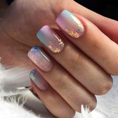 This is the best Easter acrylic nail design for If you haven& figured out what this nail design for Easter. Then these Easter nail designs make your fashionable Easter nails exude charm and elegance. Shellac Nails, Gold Nails, My Nails, Acrylic Nails, Glitter Gradient Nails, Oval Nails, Easter Nail Designs, Acrylic Nail Designs, Nail Art Designs