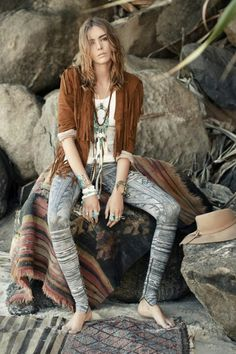 "Naskapi Leggings in ""homage"" to the Innuit tribes traditional leggings. More Fake Natives. Gypsy Style, Bohemian Style, Style Me, Bohemian Gypsy, Bohemian Summer, Women's Fashion Dresses, Boho Fashion, Chic Choc, Cooler Look"