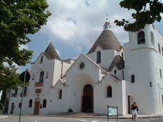 l'église de Saint-Antoine situé en haut de Monti et construit à l'initiative du prêtre Antonio Lippolis et grâce aux dons des habitants de Alberobello Italie