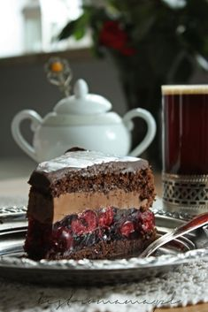 bistro mama: Tort czekoladowy z wiśniami i amaretto Cake Recipes, Keto Recipes, Dessert Recipes, Cooking Recipes, Cheesecake Pops, Breakfast Dessert, Baked Goods, Love Food, Afternoon Tea