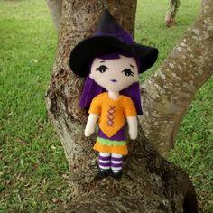 Chaveiro Bruxinha Bibi - 15cm - feltro  LARTESANAL vitrine.elo7.com.br/1bdbab