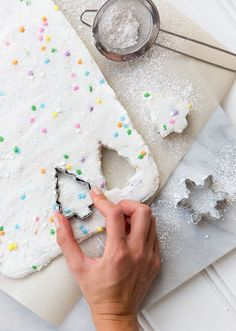 Make your own marshmallows for the holiday season. These homemade marshmallows have funfetti! Christmas Sweets, Noel Christmas, Christmas Goodies, All Things Christmas, Xmas, Country Christmas, Recipes With Marshmallows, Homemade Marshmallows, Marshmallow Treats